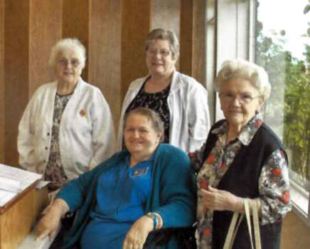 Auxiliary Installs New Officers