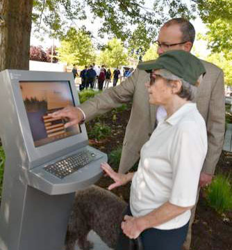 Edmonds Veterans Plaza Information Kiosk Dedicated